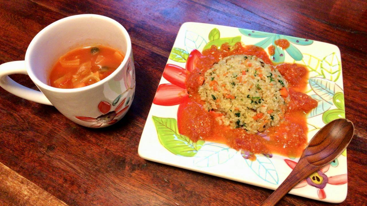 「洋風☆イカのチャーハン」と「野菜たっぷりトマトスープ」